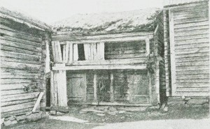 Loftstall med svalgang på Flakne. Foto fra 1920-åra ved Sigurd Erixon.
