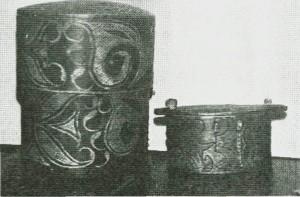 «Smellesje» og «tørkletine» (t.v.). (Bygdemusseet.)