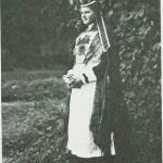 Beret Dyrdal i gammel brudedrakt fra Selbu.
