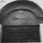 Rundbuen over norddøra i kirken.