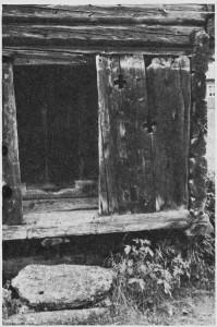 Korsmerker i bur svala på Kolset 129/20.