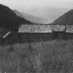 Fra Øras. Nærmeste nabo, Flakneklevan, kan en skimle i bakgrunnen nede i dalen.