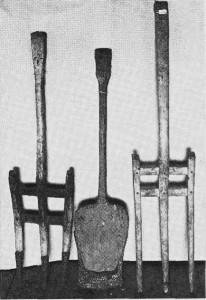 Trespade med jernskoning og to «trerukkuer». (Bygdemuseet.) Foto Garberg.