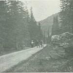 Sykkelturister i Tydahveien ca. 1900.