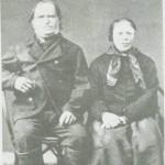 Jon Mikkelsen og Karen Ingebriktsdt. ble de siste av den gamle familien på Sandvik. Bildet er fra omkring 1880.