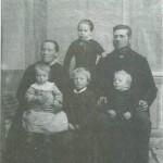 Ane Elisabeth og Ola P. Avelsgård og barna Karen, Peder, Kristen og Anne (bak).