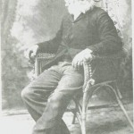 Her poserer Per Persen, f. 1828, for fotografen i Minnesota, ca. sytti år gammel, som reklame for sigarer. Han gikk der under navnet Old Pete.