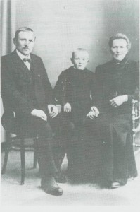John Tomassen Borseth og Berit Arntsdt. og sønnen Tomas.