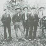 Selbygger i Montana i Amerika: Fra v. Peder Nykkelmo, Ingebrigt Norbye, og visstnok to fra Bårdgarden Kjøsnes, og Halvor Nykkelmo.