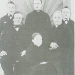 Halvard og Soffi Hoem med barna: Sigrid, fremst, og bak f ra v. Ole, Gjertrud og John.