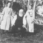 Kristen B. Rolseth og døtrene Berit og Marit.