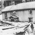 Store ødeleggelser på bruket Rolsetøya i 1953.