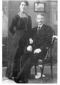 Reier Kulset, lokal spillemann og musiker, og kona Serine.