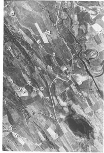 Flyfoto over Slindene i Vikvarvet. Bildet er tatt først på sekstitallet med Låen nederst til venstre.