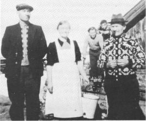 Bildet viser fra venstre: Gunnar B. Slind, Tina Slind, John S. Slind. Guttene bak: Olav Sigmund Slind og Torstein G. Guldseth. (Gunnar B., John S. og Torstein er på besøk).