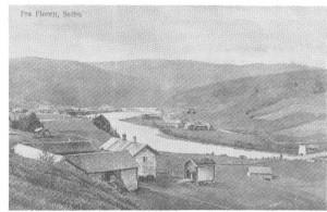 Fra garden Bakken, i forgrunnen, er det utsyn nedover grenda, Tuset, Skogan og Uthus til høgre for elva, Nesset (delt i mange bruk) til venstre. Bildet er fra ca. 1914.