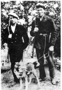 Tomas Aftret, Kolsetbrauta, og Bernt Kulseth på jakt, ca. 1930.