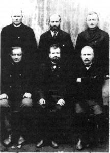 Styret i Forbruksforeningen i Vikvarvet Foran fra venstre: Johan S. Sæter, John Eggen, Ingebrigt Sesseng. Bak fra venstre: John O. Aftret, Peder Overvik, Arnt Slind.