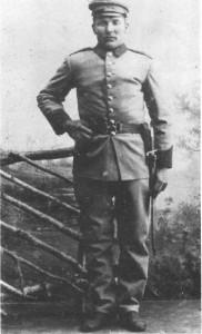 Kristen Bardosen Krogstad i militæruniform.