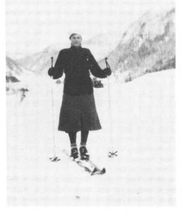 Beret Flakne på ski, i 1942. Vi ser utover Dålen fra Klevan.