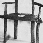 Stol fra Ner-Hoem med årstallet 1660. (Bygdemuseet.) Foto Gar berg.