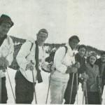 Stormoen april 1945.  F.v.: Karl Breida, Torleif Hårstad, Trygve Nervik og en gruppe flyktninger.  Foto: N. Aftret.