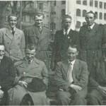 Stockholm omkr. 1. mai 1945. Sittende nr. 1 f.v.: O. B. Garberg, nr. 3: N. Aftret, stående nr. 2 f.v.: John Valli,  nr. 4: Birger Hårstad.