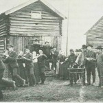 Tydalingene svingle seg på høyrefoten også i pols'n. Bryllup på Aune 1890. Foto  E. Jenssen.