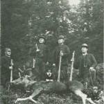 Jaktlag omkring 1900. V.v. H. Siraas, A. Kjeldstad, O. Sesseng og G. Haarstad