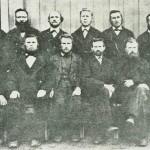 «De tolv apostler». Sittende f.v.: Vigen, P. Furan, J.P. Sand, O. Flønæs, J. Jørgensen, S. Engen. Bak: Kr. Rolseth, O. Henmo, I. Flønæs, 0.1. Sesseng, I. Sesseng, P. Overvik. Foto E. Jenssen