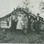 Markaslått i Prestøyene 1933.  F.v.:  Lars Garberg, Anne Gar berg, Jon Moen, Lilly Garberg, Hans Garberg og  Birger Moen. Foto: Garberg