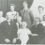 Gunnar Ingebrigtsen og Anne Haldorsdt. Haarstad med barna, ca. 1910.