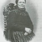 Mali Monsdt. Kvello, f. på Bergsenan 1807, men vokste opp på Vølset, dit mor hennes som enke ble gift.