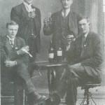 I Selbygger på bytur ca. 1916.  Fra v. Ole Valli, Peder Uglem, Nils Guldseth og Erik Aas.