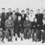 Sløydkurs i Vikvarvet ca. 1935. Lærer Olav Lavold.  Sittende f.v.: Sverre Slind, Ole G.P. Aune, Olav Lavold, John T. Aftret (Hammeren), John Slindmo, Ole R Aftret (Aftretstrøa).  Stående f.v.: Olaus Guldseth (Brua), Bjarne Aune, John Sæther, Johan Valli, Ole N. Overvik, Jørgen Slind, Harald Kjøsnes, John Sandvik, John P. Nervik.
